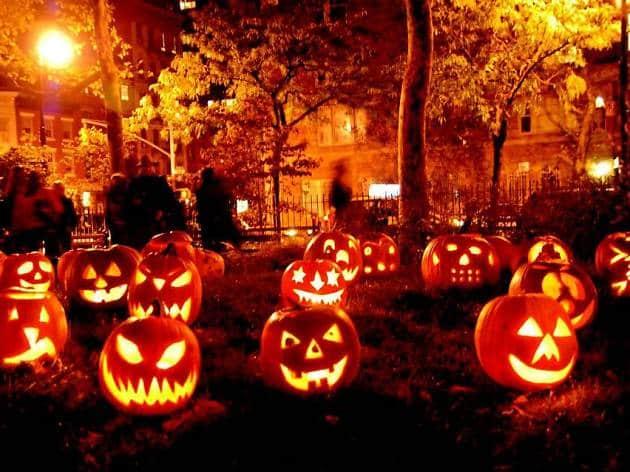 Addobbare il giardino per la festa di Halloween